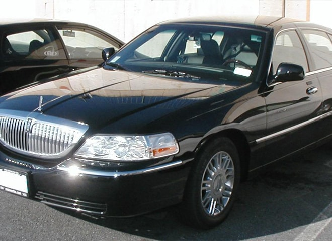 Rent Lincoln Town Car Redlands