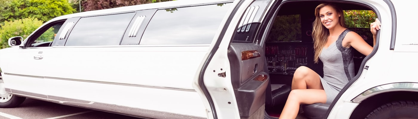 White Lincoln Town Car redlands